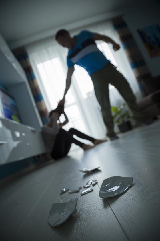 صورة رقم 1 - كيف كنت تتصرف لو علمت ان في بيت الجيران يمارس العنف؟