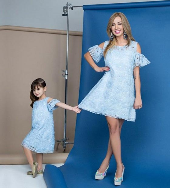 خبيرة التجميل اللبنانية جويل فى جلسة تصوير رائعة مع ابنتها ايلا
