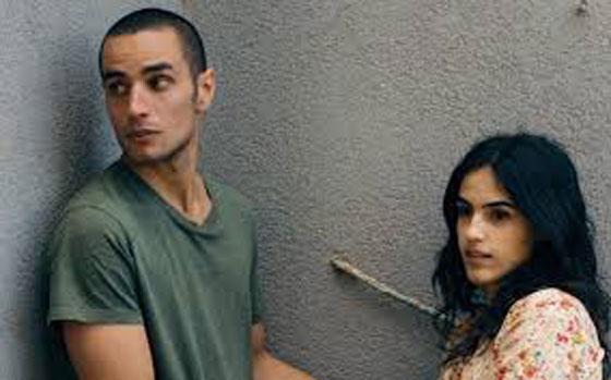 صورة رقم 1 - قبلة في فيلم فلسطيني تتسبب بطرد معلم.. هل انت مع ام ضد؟