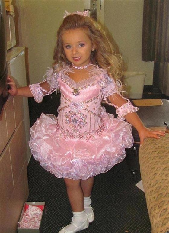 صورة رقم 12 - اصغر سيدة اعمال.. طفلة 9 سنوات جنت الملايين من عروض الازياء