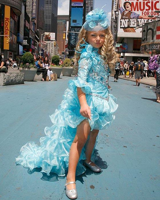 صورة رقم 9 - اصغر سيدة اعمال.. طفلة 9 سنوات جنت الملايين من عروض الازياء