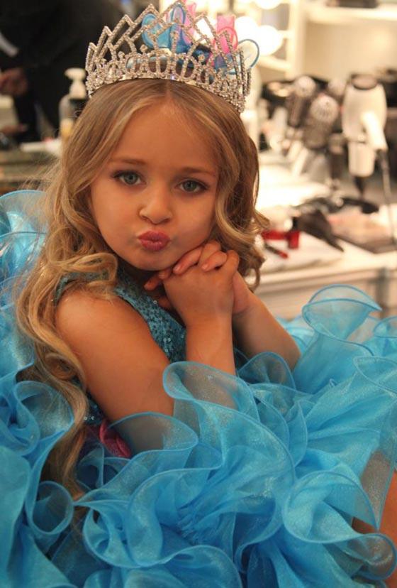 صورة رقم 11 - اصغر سيدة اعمال.. طفلة 9 سنوات جنت الملايين من عروض الازياء