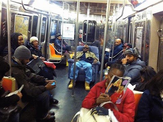 صورة رقم 4 - صور غريبة: تصرفات ركاب المواصلات العامة لم تكن تتوقعها!