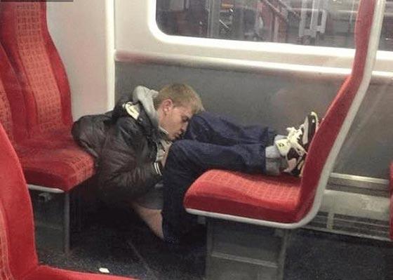 صورة رقم 5 - صور غريبة: تصرفات ركاب المواصلات العامة لم تكن تتوقعها!
