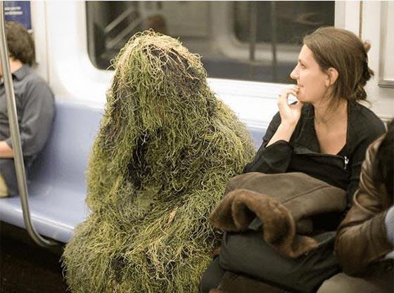 صورة رقم 11 - صور غريبة: تصرفات ركاب المواصلات العامة لم تكن تتوقعها!
