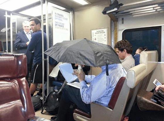 صورة رقم 12 - صور غريبة: تصرفات ركاب المواصلات العامة لم تكن تتوقعها!