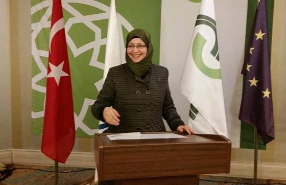 صورة رقم 2 - سمية عبد القادر. سجلو هذا الاسم. اول مسلمة برلمانية في ميلانو الايطالية