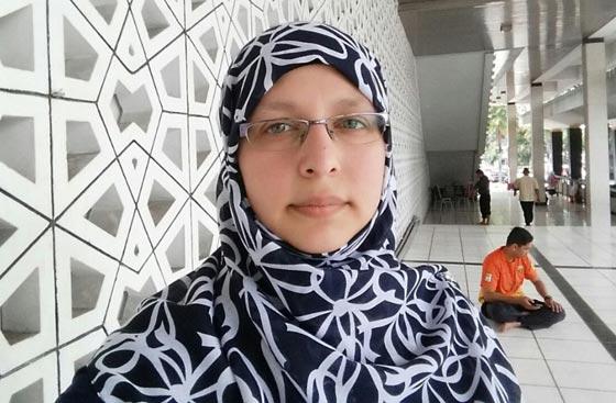 صورة رقم 3 - سمية عبد القادر. سجلو هذا الاسم. اول مسلمة برلمانية في ميلانو الايطالية