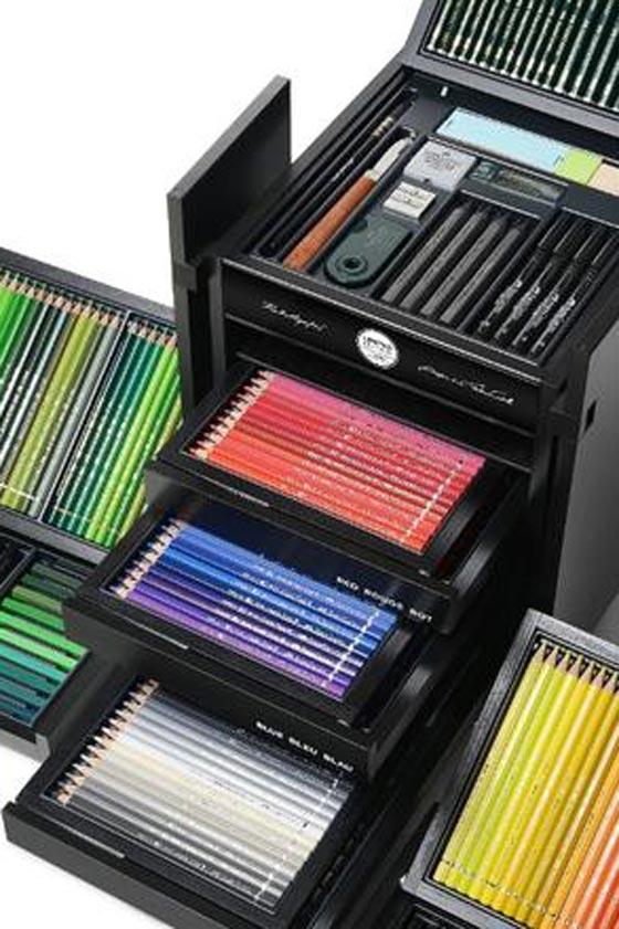صورة رقم 5 - للمصممين والفنانين: صندوق (كارل) من دار شانيل للازياء بـ3000 دولار!