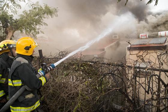 صورة رقم 6 - عجز اسرائيل في مواجهة الحرائق حجب ثقة عن نتنياهو الذي يؤثر النباح على العرب