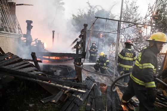 صورة رقم 7 - عجز اسرائيل في مواجهة الحرائق حجب ثقة عن نتنياهو الذي يؤثر النباح على العرب