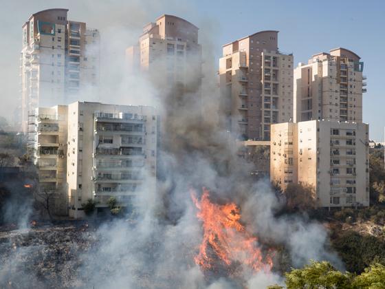 صورة رقم 8 - عجز اسرائيل في مواجهة الحرائق حجب ثقة عن نتنياهو الذي يؤثر النباح على العرب