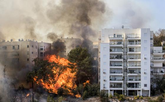 صورة رقم 9 - عجز اسرائيل في مواجهة الحرائق حجب ثقة عن نتنياهو الذي يؤثر النباح على العرب