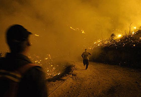 صورة رقم 19 - عجز اسرائيل في مواجهة الحرائق حجب ثقة عن نتنياهو الذي يؤثر النباح على العرب