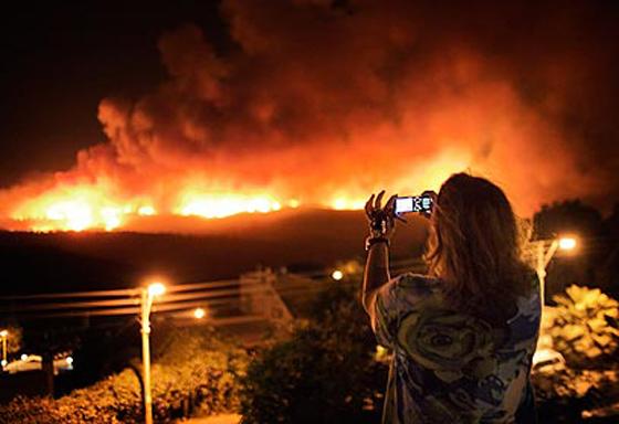 صورة رقم 26 - عجز اسرائيل في مواجهة الحرائق حجب ثقة عن نتنياهو الذي يؤثر النباح على العرب
