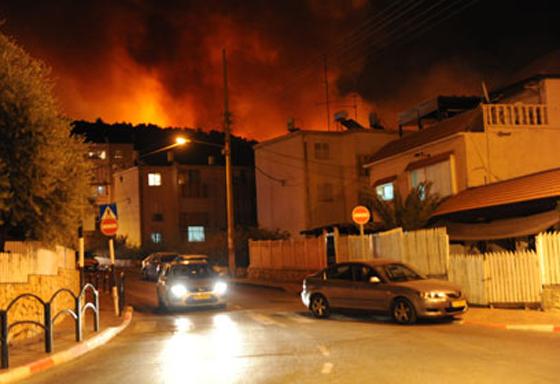 صورة رقم 33 - عجز اسرائيل في مواجهة الحرائق حجب ثقة عن نتنياهو الذي يؤثر النباح على العرب