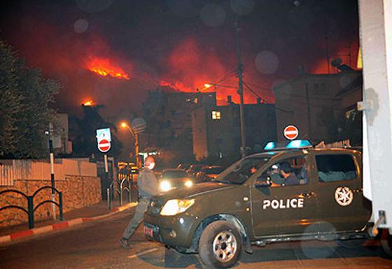 صورة رقم 35 - عجز اسرائيل في مواجهة الحرائق حجب ثقة عن نتنياهو الذي يؤثر النباح على العرب