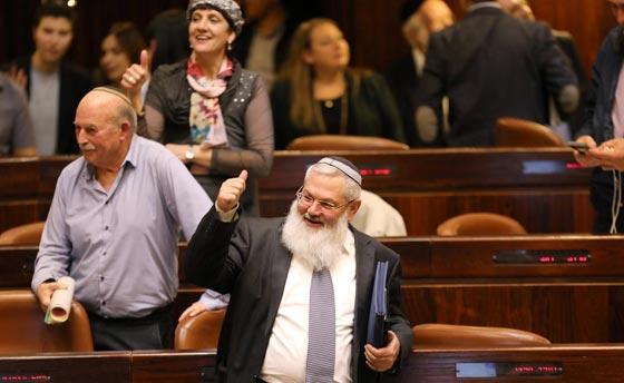 صورة رقم 7 - الكنيست يصادق على قانون يتيح للمستوطنين سرقة اراضي فلسطينية!