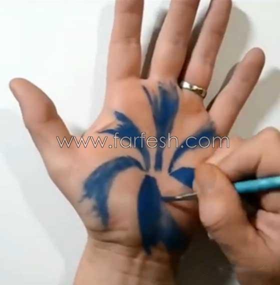 صورة رقم 3 - فيديو رائع: رسام يحول يده بالرسم ثلاثي الابعاد لحفرة (دوامة) تبتلع المياه