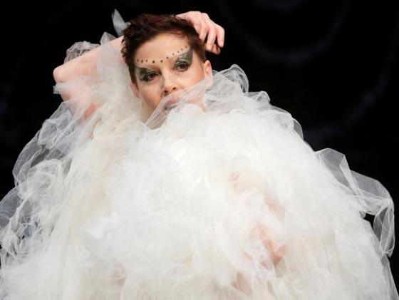 صورة رقم 7 - ناجيات من السرطان يكشفن عن ندوبهن في عرض للملابس الداخلية