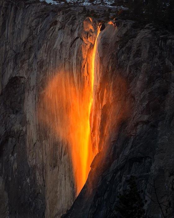 صورة رقم 2 -  صور رائعة: سر شلالات كاليفورنيا النارية ذات اللون الأحمر!