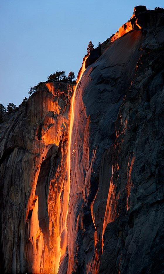 صورة رقم 3 -  صور رائعة: سر شلالات كاليفورنيا النارية ذات اللون الأحمر!