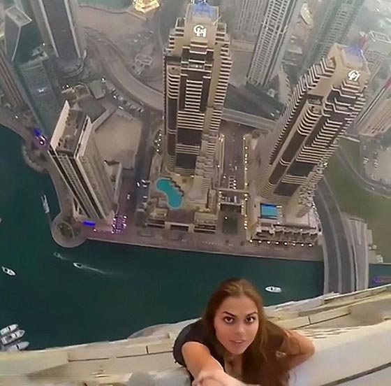 فيديو مثير: عارضة روسية تتحدى الموت من اجل جلسة تصوير في دبي!  صورة رقم 6