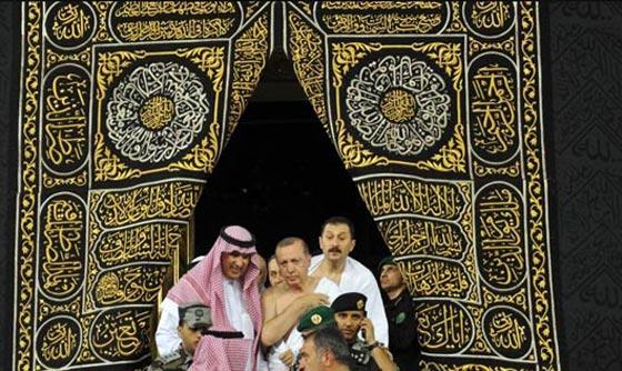 بالصور..الرئيس التركي رجب طيب أردوغان يؤدي مناسك العمرة صورة رقم 1