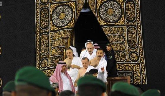 بالصور..الرئيس التركي رجب طيب أردوغان يؤدي مناسك العمرة صورة رقم 2