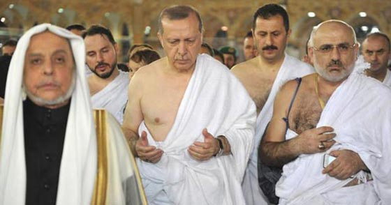 بالصور..الرئيس التركي رجب طيب أردوغان يؤدي مناسك العمرة صورة رقم 3