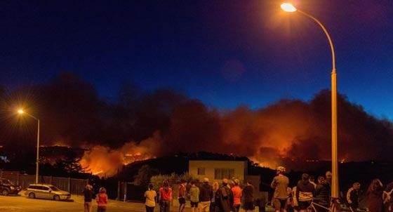 حرائق غابات ضخمة في نيوزيلندا تتسبب بنزوح الآلاف عن بيوتهم صورة رقم 4
