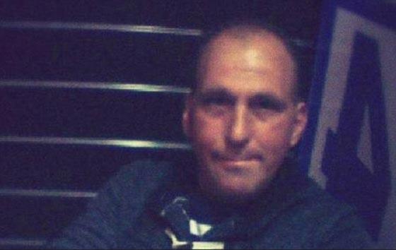 صورة رقم 7 -  فيديو صادم: عامل محطة وقود يرش البنزين على عشيق زوجته  ويحرقه!
