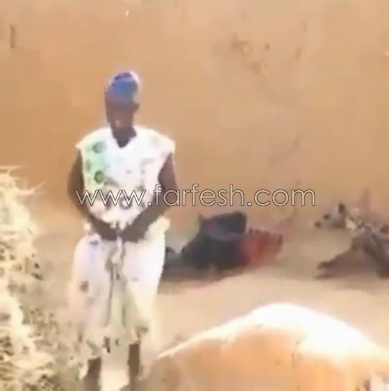 صورة رقم 2 - فيديو ضاحك: مقلب مرعب نفذته امرأة بزوجها  في الصحراء