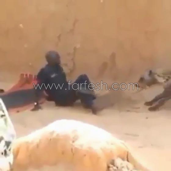 صورة رقم 8 - فيديو ضاحك: مقلب مرعب نفذته امرأة بزوجها  في الصحراء