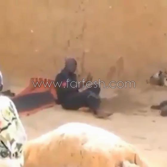 صورة رقم 9 - فيديو ضاحك: مقلب مرعب نفذته امرأة بزوجها  في الصحراء
