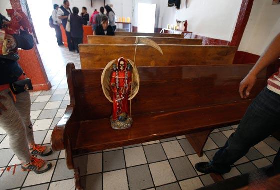 صورة رقم 7 - الكنيسة تتبرأ من (سيدة الموت) التي يمارس اتباعها طقوسا شيطانية!