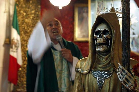 صورة رقم 8 - الكنيسة تتبرأ من (سيدة الموت) التي يمارس اتباعها طقوسا شيطانية!