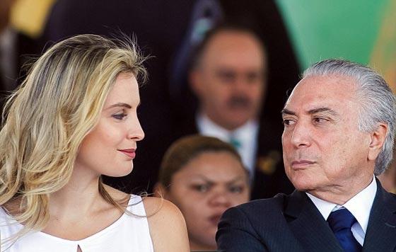 صورة رقم 3 - الاشباح تطرد الرئيس الارجنتيني لبناني الاصل واسرته من القصر الرئاسي