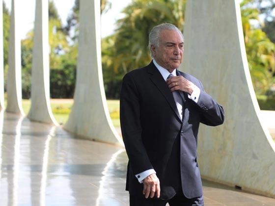 صورة رقم 1 - الاشباح تطرد الرئيس الارجنتيني لبناني الاصل واسرته من القصر الرئاسي