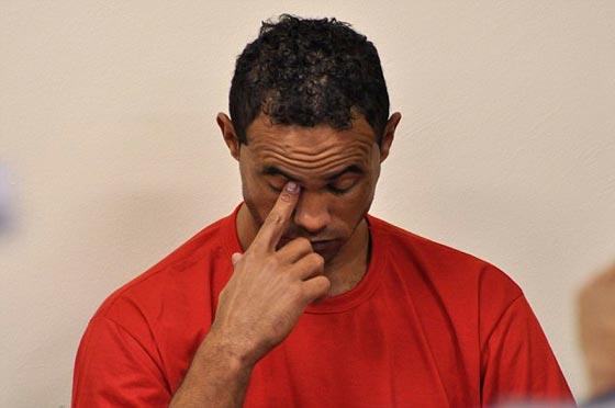 صورة رقم 7 - لاعب كرة قدم يقتل عشيقته ويطعم أجزاءها للكلاب ثم يعود إلى الملاعب!