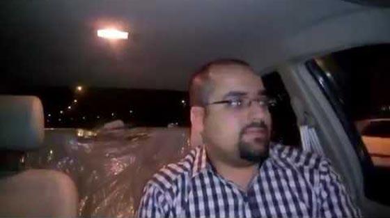 صورة رقم 3 - فيديو طريف: مدرس مصري مرح يعلّم اللغة الإنجليزية بالطبل والغناء