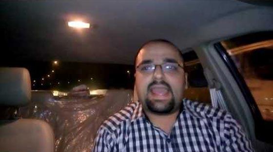 صورة رقم 4 - فيديو طريف: مدرس مصري مرح يعلّم اللغة الإنجليزية بالطبل والغناء