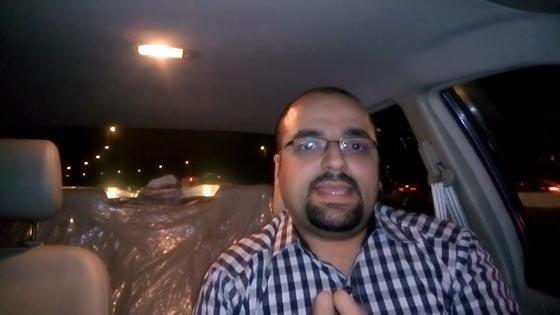 صورة رقم 1 - فيديو طريف: مدرس مصري مرح يعلّم اللغة الإنجليزية بالطبل والغناء