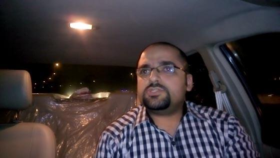 صورة رقم 2 - فيديو طريف: مدرس مصري مرح يعلّم اللغة الإنجليزية بالطبل والغناء