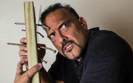 صورة رقم 2 -  اشخاص يملكون قدرات غريبة: يد خارقة، عقل يحرّك الأشياء وبلع السيوف