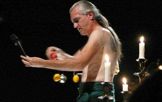 صورة رقم 6 -  اشخاص يملكون قدرات غريبة: يد خارقة، عقل يحرّك الأشياء وبلع السيوف