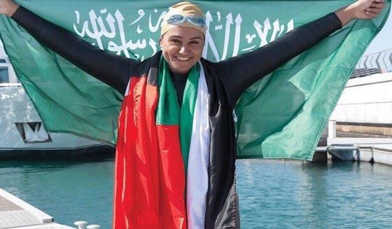 صورة رقم 4 - بالفيديو: طبيبة سعودية تقطع قناة دبي المائية سباحة خلال 9 ساعات