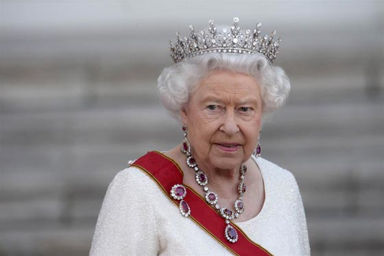 صورة رقم 6 - شيفرات ترسلها الملكة اليزابيث من حقيبتها لفريق عملها.. تعرف عليها