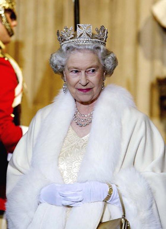 صورة رقم 8 - شيفرات ترسلها الملكة اليزابيث من حقيبتها لفريق عملها.. تعرف عليها