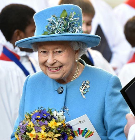 صورة رقم 9 - شيفرات ترسلها الملكة اليزابيث من حقيبتها لفريق عملها.. تعرف عليها